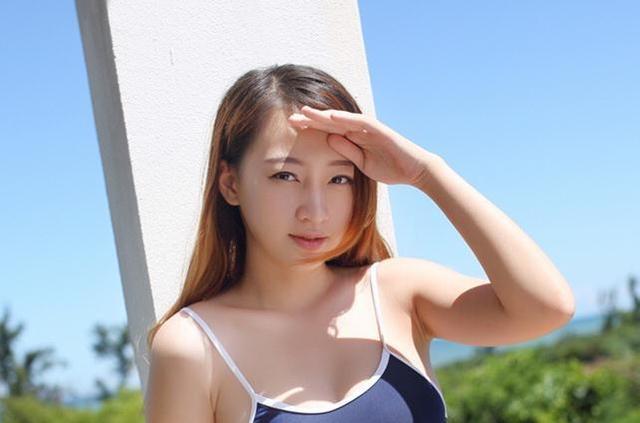 日本肉嘟嘟性感美女上衣粉色外写真_hao123阳光服下户美女图片图片