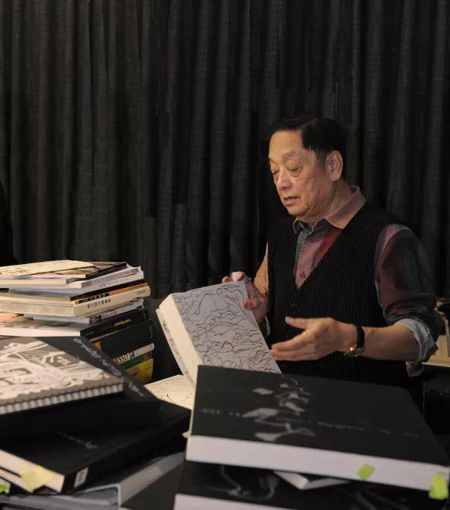 """韩美林向国际奥委会捐赠""""奥运手稿"""",巴赫主席盛赞其""""艺术和历史价值"""""""