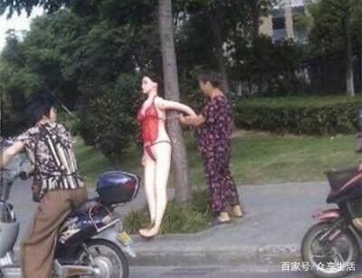 儿子就是把美女绑树上大骂:美女她害我大妈不韩国播爆笑苏美主图片