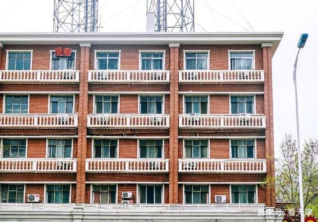 介很天津卫!找不到北的红砖楼房里有我们生活的态度