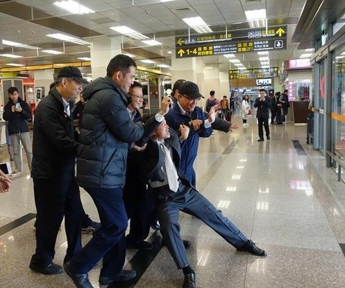 """上海访问团抵台遭""""台独""""闹场 台北市长看不下去了"""