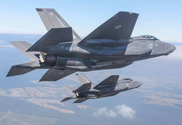 美军F35试射新型导弹震慑强敌!米格战机强力干扰仍遭击落