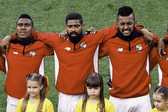 世界杯最弱球队让人动容,唱国歌时流泪,国脚街头被23枪打死!