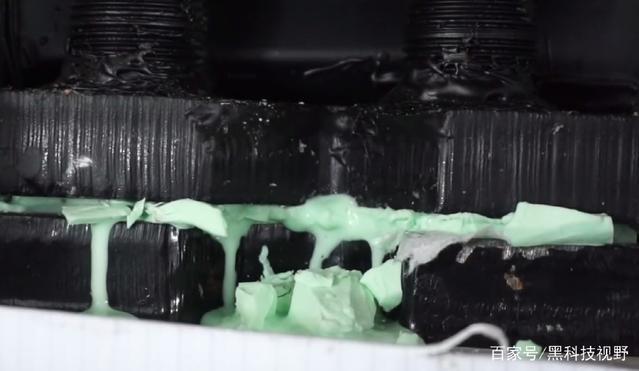 当冷冻的非牛顿流体遇上液压机,会发生什么?