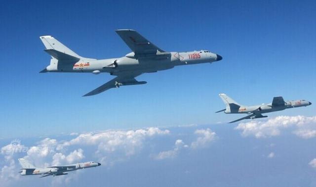 轰6K打头阵,大批国产战鹰呼啸起飞,俄军战机早