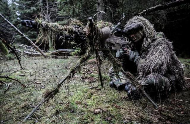 狙击手的伪装术到底有多强悍?第1张就服了 第3张爆笑