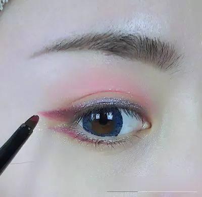 眼影怎么涂才好看?教你简易眼影的画法步骤!