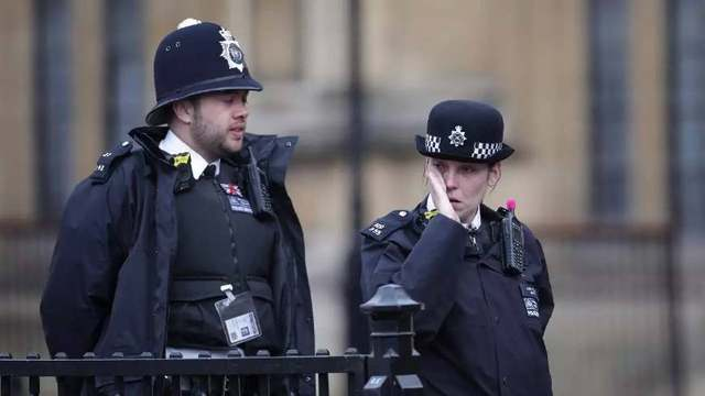 英国商人失窃后报警无人管,警方却回复:负责警员休假了