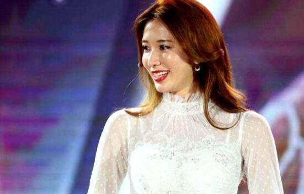 林志玲现身笑容甜美, 却被吐槽面部臃肿,真的有点老了