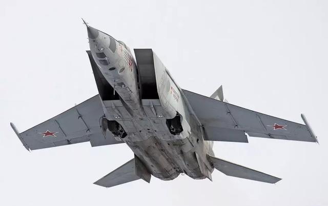 世界最快战斗机:导弹根本追不上,全身都是不锈