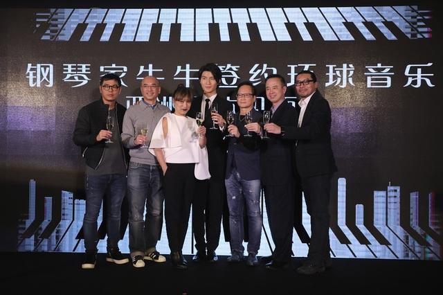 青年钢琴家张胜量签约新东家 明年将发首张专辑