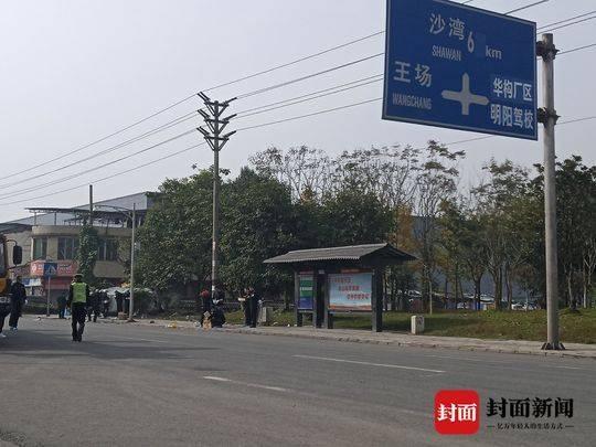 四川乐山车祸7人死亡 轿车冲上公交站台司机已被控制【图】