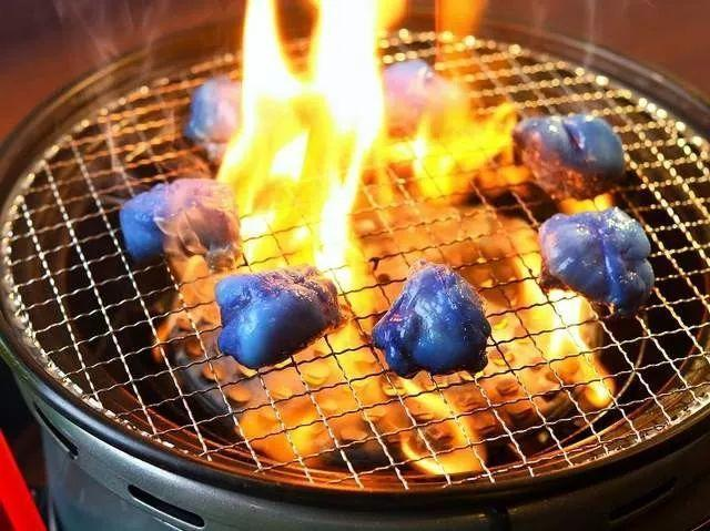 奇闻异事|日本一烤肉店为迎世界杯,把菜品都改成了蓝色…