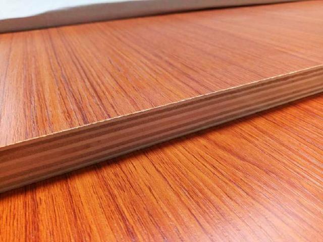 实木颗粒板和多层板哪个好?哪个更适合定制衣柜?