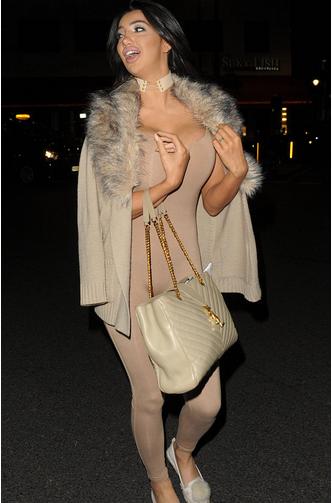 女星克洛伊·可汗(Chloe Khan)个人资料身高体重比基尼照