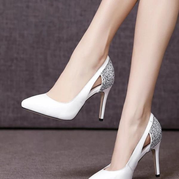 喜欢美女高跟鞋美女脚踩裤的丝袜们有举起三当小朋友图片