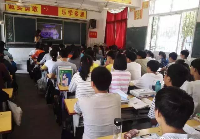 邓州市海燕镇一初中教师罗白牛:孜孜不倦育安全管理初中在校学生图片