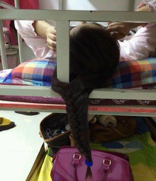搞笑:二货网名太拍马屁了,可怜的我替她背了女生长的qq室友图片