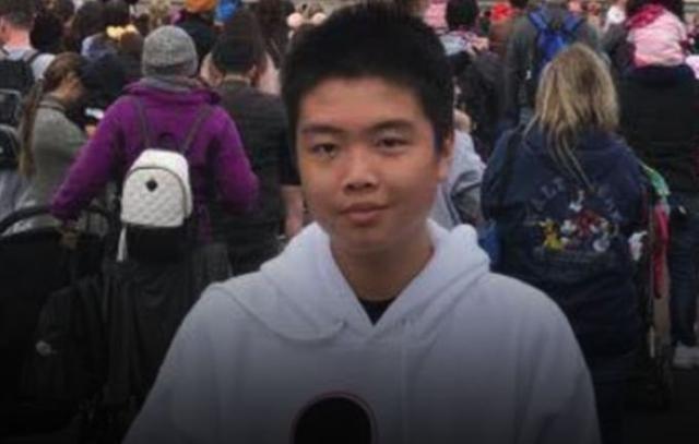 当大屠杀来临 这个15岁华裔男孩牺牲自己拯救了同学 让无数人泪目