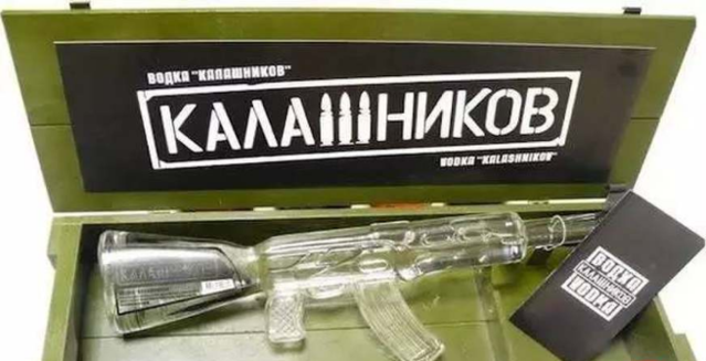 AK-47 突击步枪酒瓶设计:嗯,战斗民族,你懂~