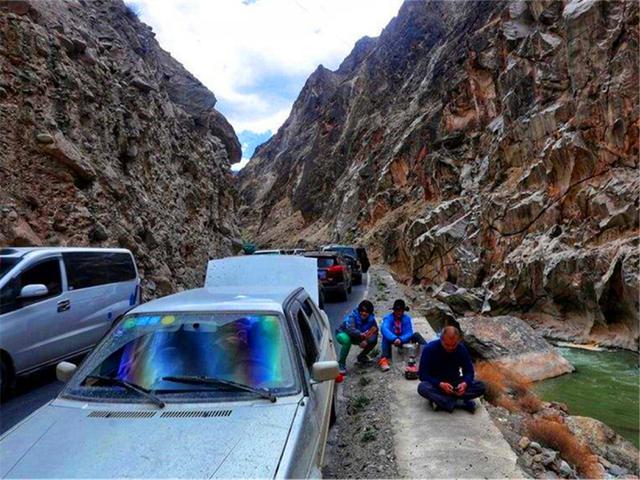 川藏线自驾游再出事故,七名老人三人死亡,为什么事故如此频发?
