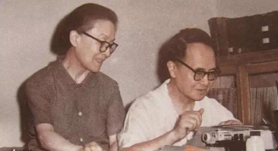 世上最美的爱情是杨绛先生和钱钟书,是初见的欢喜,是老年的陪伴