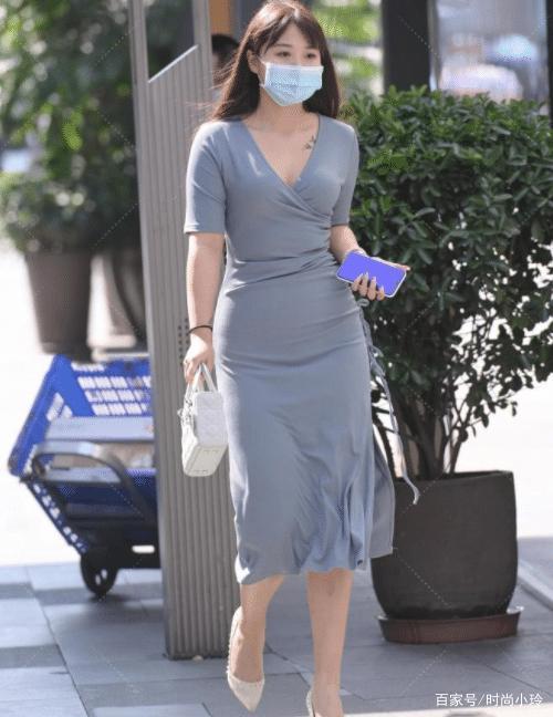 灰领V领连衣裙,贴身舒适,时尚大气