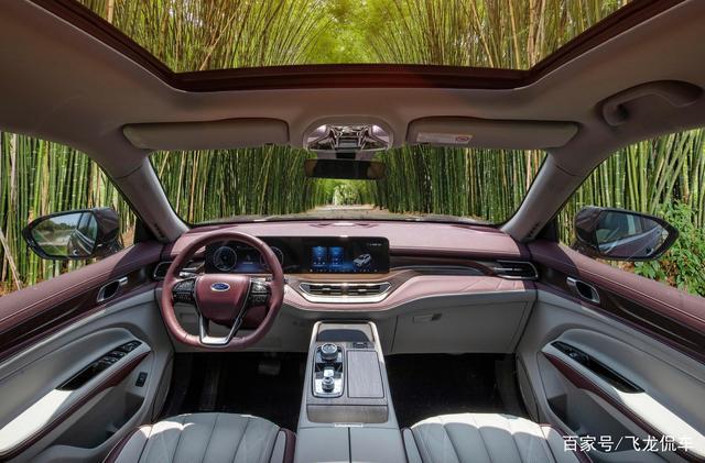 福特开窍了,这车有4种座椅布局,车长4.9米宽2米,224马力油耗8L-有驾