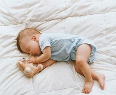 刚出生的婴儿需不需要枕头?/