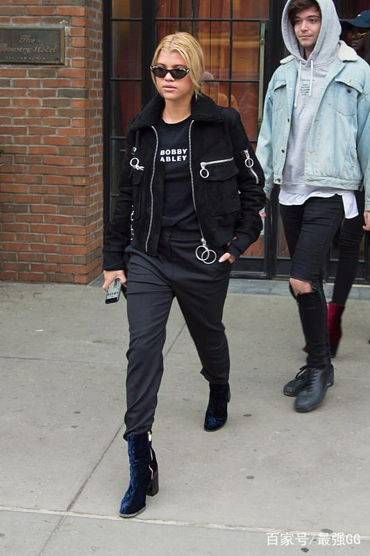 追求时尚的女孩子喜欢新鲜感,这几件款式让你气质加倍