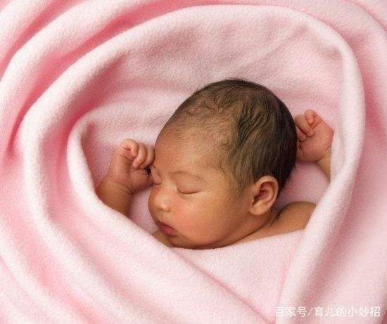 新生儿睡觉要不要开灯?NO!看完这4点或许/