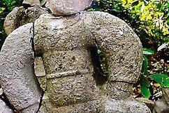 标题:2021年,江西小伙盗墓遇到流沙,一怒之下搬走3尊石像,仅卖800元